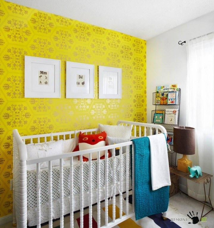 Яркая акцентная стена в детской