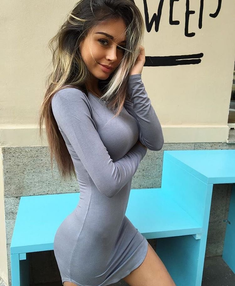 Девушка в обтягивающем платье в общественном транспорте видео