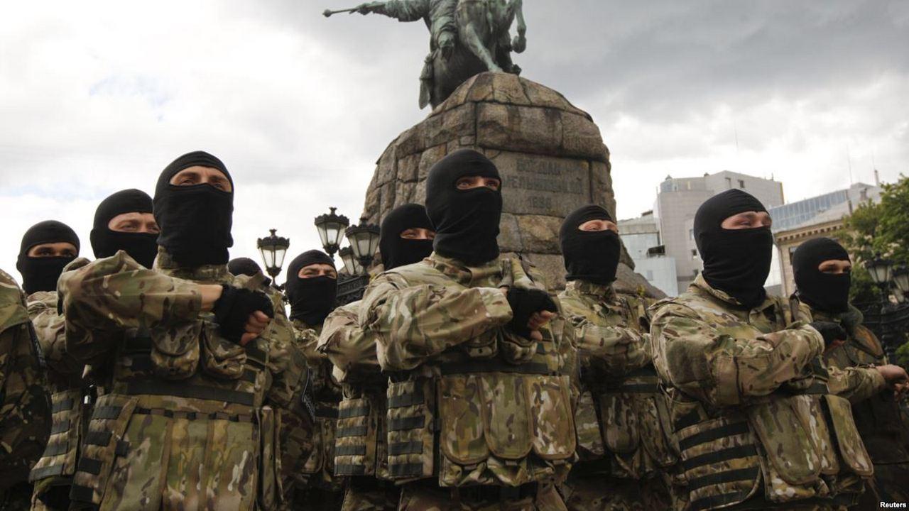 Так не доставайся же ты никому: Порошенко отдал Украину на откуп радикалам