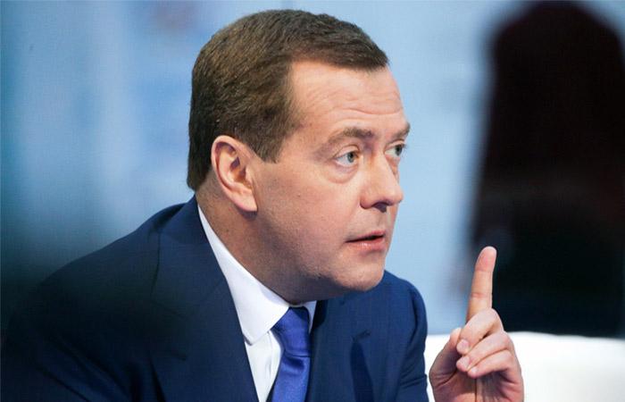Медведев ответил на претензи…