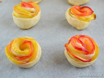 Яблочные розочки с корицей и крем-сыром. Красиво и очень вкусно!