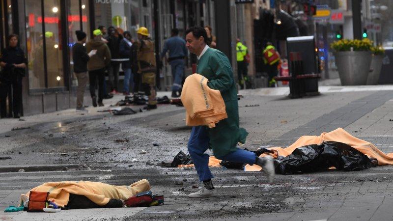 Премьер Швеции назвал въезд грузовика в толпу в Стокгольме терактом