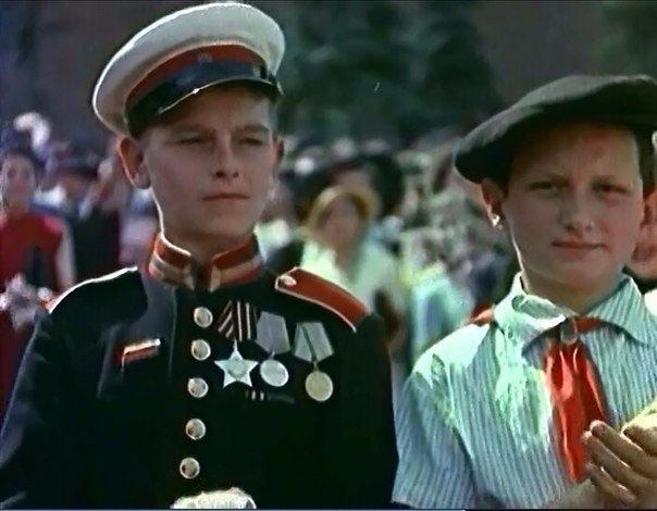 Мальчику 15 лет. Три боевые награды и нашивки за два ранения, одно тяжёлое.