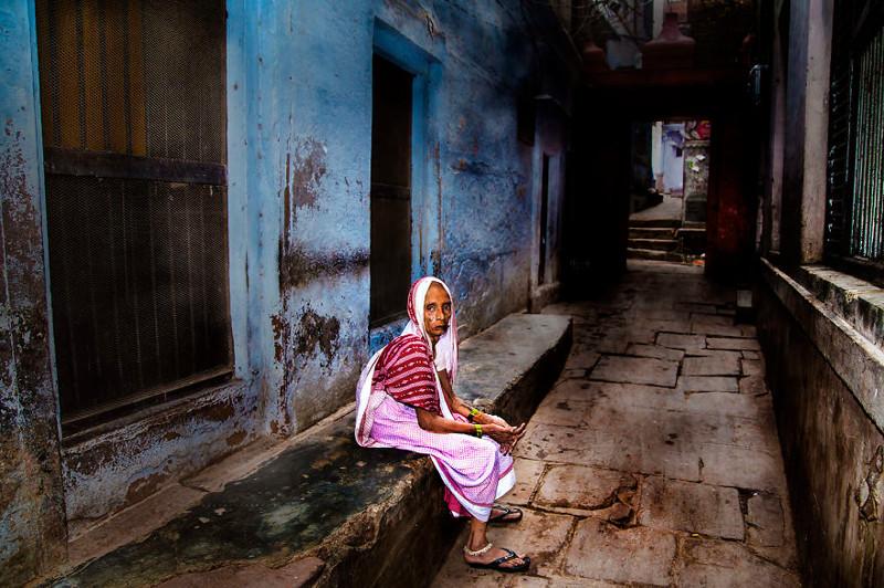 """Серия """"Одинокие старухи"""" - Варанаси, Индия индия, красота, талант, творчество, фото, фотограф, фотография, художник"""