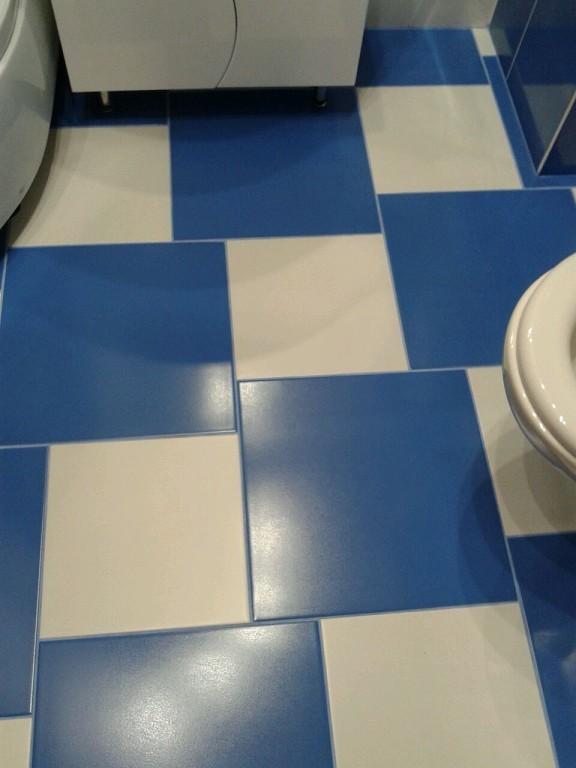 Большие хитрости при укладке плитки в маленькой ванной