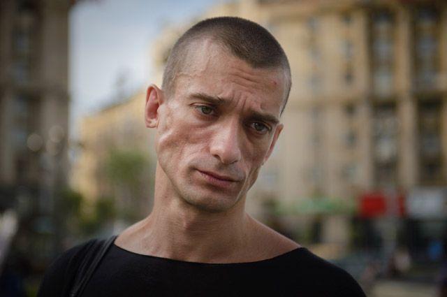 Павленскому предъявили обвинения в поджоге Банка Франции