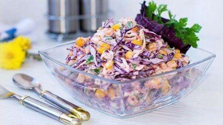 Простой салат из капусты: белокочанной и краснокочанной