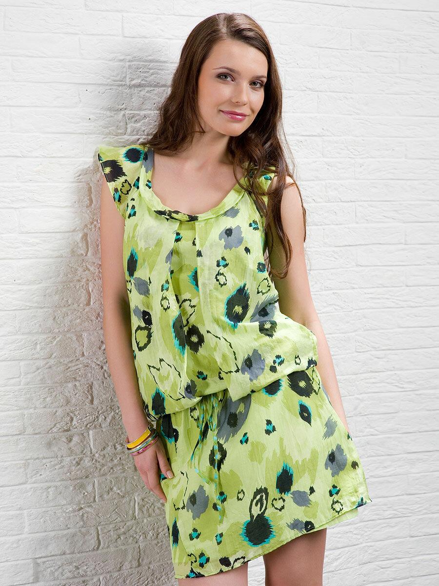 Девушка в платье с заниженной линией талии. /Фото: img1.wbstatic.net