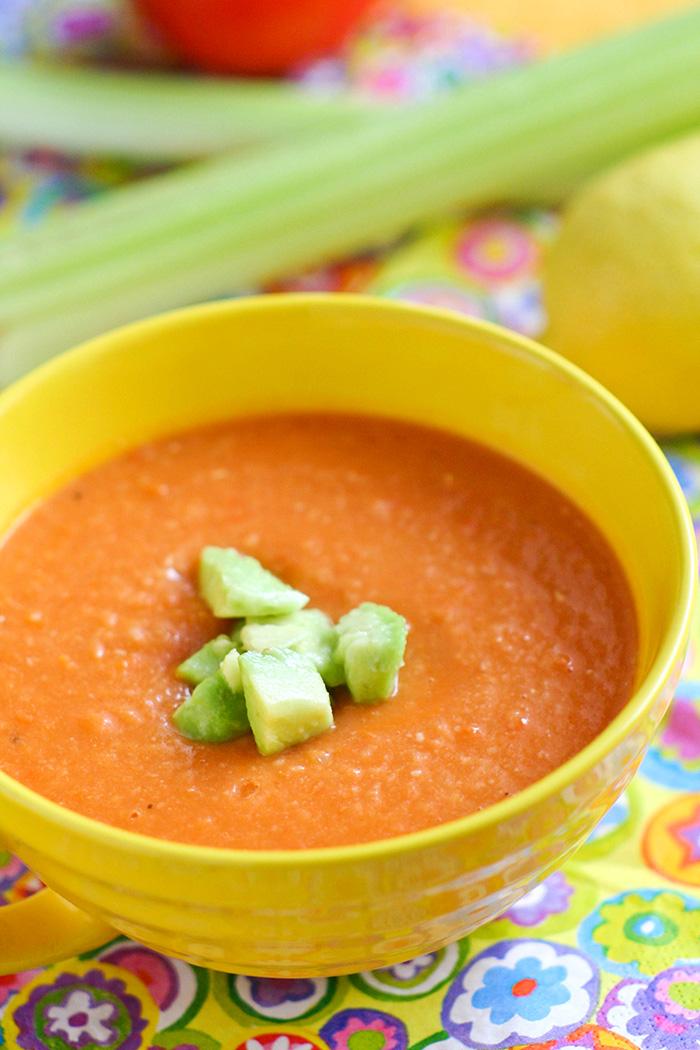 Острый суп – пюре из фасоли с авокадо