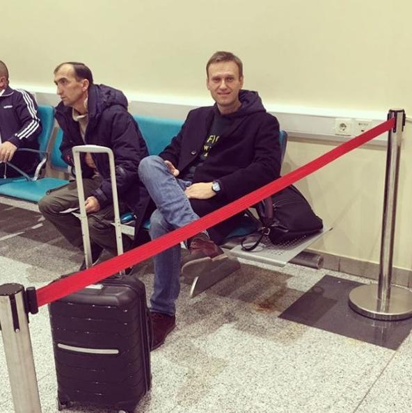 Навальному закрыли выезд из России