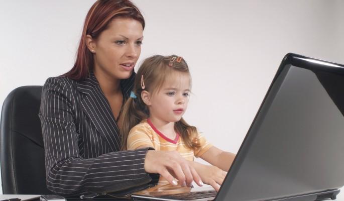 Нельзя заставлять женщину выбирать между работой и ребенком
