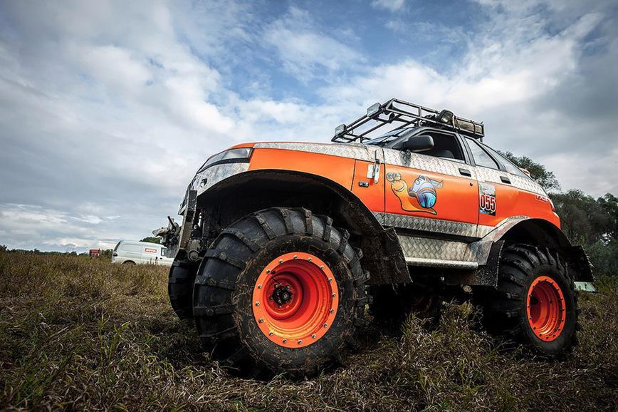 Чудо-юдо ВАЗ-2112 на огромных внедорожных колесах