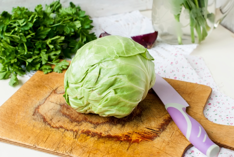 кубанский салат с капустой и огурцами