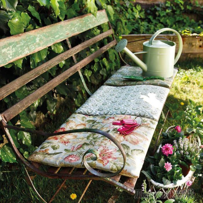 Удобные скамейки, которые станут великолепным украшением любого садового участка