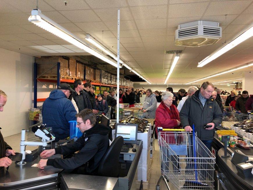 Немецкие СМИ оценили выгоду русских магазинов в ФРГ: очереди с самого утра
