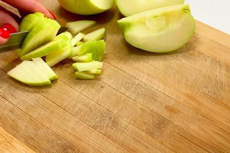 Салат с квашеной капустой: фото шаг 1