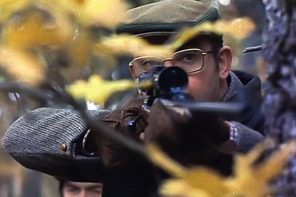 Тамбовский волк.Российский егерь упорно преследовал браконьеров. Его убили и закопали с собаками