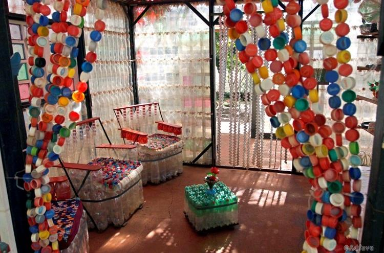 (090915) -- FOZ DO IGUACU, Sept. 15, 2009 (Xinhua) -- Photo taken on Sept. 13, 2009 shows the interior view of an eco-house near the Iguazu Falls along the border between Brazil and Argentina. The ecological house is made of plastic bottles, cans and other accessorial materials by an Argentine artist. (Xinhua/Martin Zabala) (lyx)