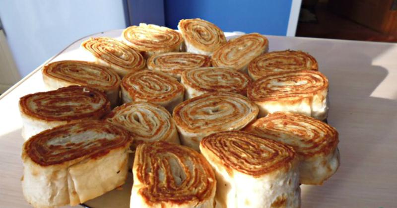 Горячие рулетики из лаваша с картофелем и грибами: закуска которую расхваливают больше чем мясо