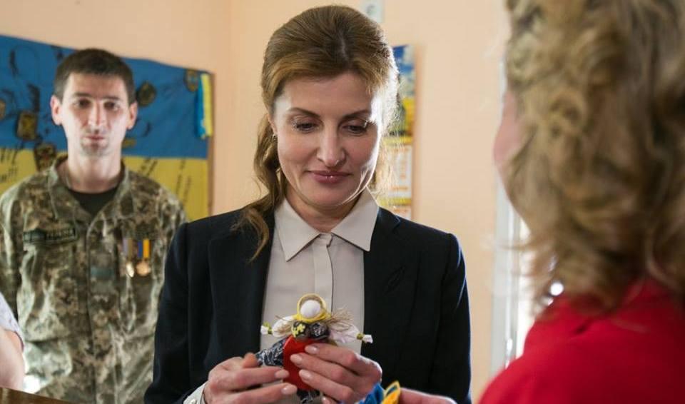Жена Порошенко торгует понош…