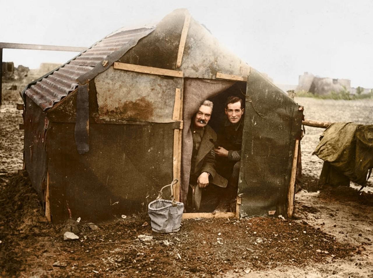 Офицеры во временном убежище архивное фото, колоризация, колоризация фотографий, колоризированные снимки, первая мировая, первая мировая война, фото войны