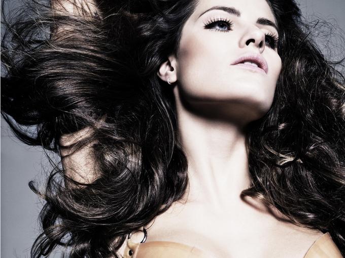 Изабели Фонтана  в фотосессии Тома Мунро  для журналаAllure октябрь 2012