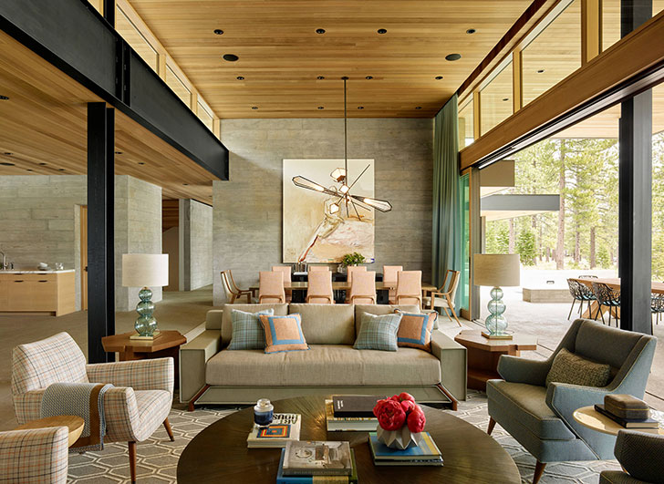 Большой дом для отдыха посреди леса в Калифорнии