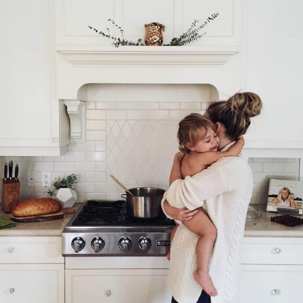 Сниму для жены и ребенка квартиру подальше