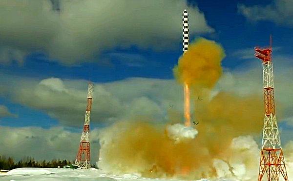 "Иностранцев заворожил пуск МБР ""Сармат"": «как Путин и обещал, более двухсот тонн воспарили в небо!»"