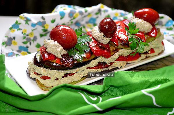 Чесночно-ореховый салат с баклажанами и перцем (этап 9)