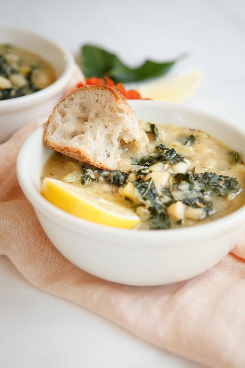 Чесночно-лимонный суп из фасоли