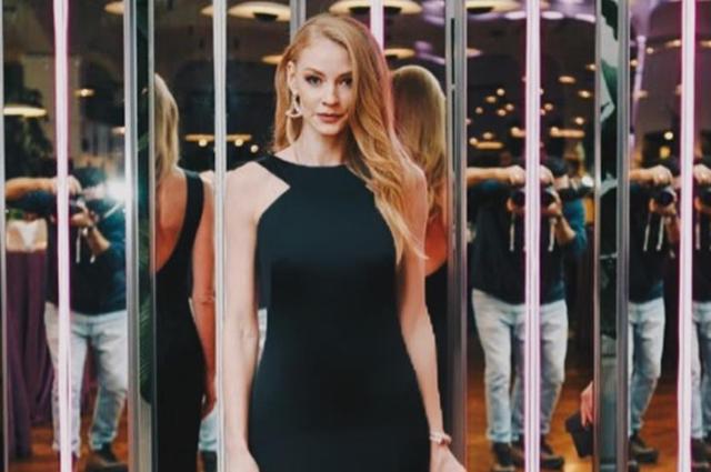 Светлана Ходченкова в элеган…