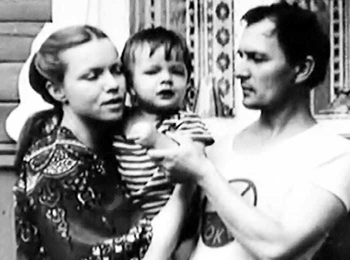 Валентина Теличкина и Владимир Гудков с сыном | Фото: eg.ru