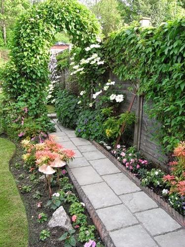 Садовая дорожка из тротуарных плиток