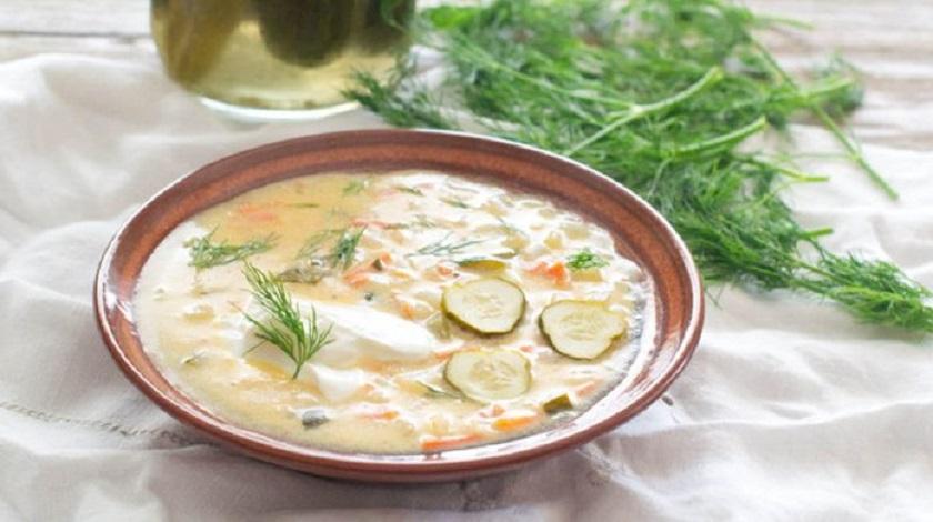 Вкусный суп с солеными огурцами: легкий бульон с овощами