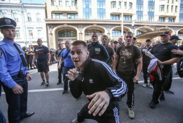 Киев в страхе держат банды м…