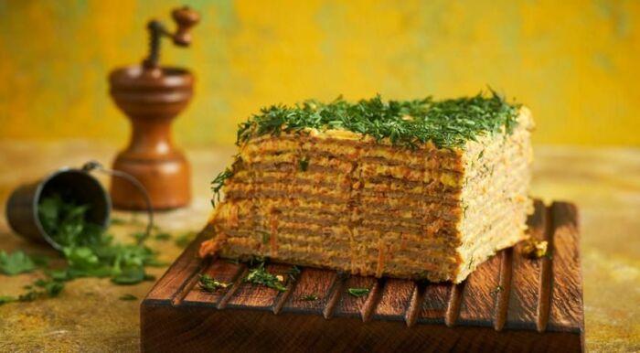 Печёночный торт с грибами.  Фото: pinterest.ru.