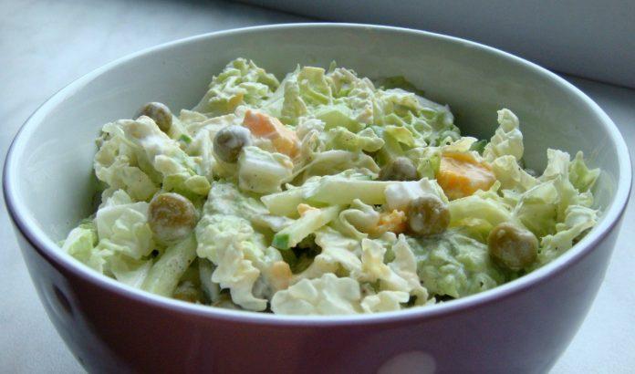 Салат с пекинской капустой, горошком и яйцом. Вкусно и сытно!