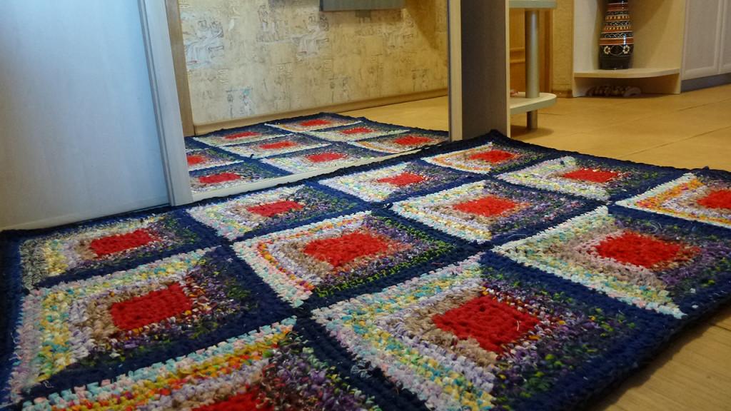 Вязание крючком — коврик из тряпок в прихожую