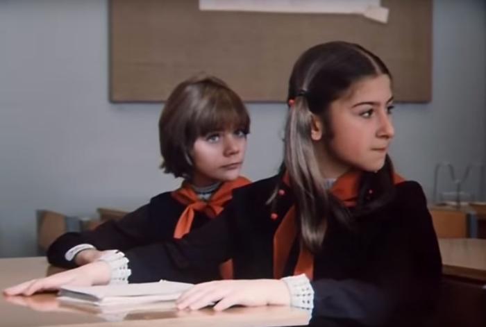 Учиться с Алисой мечтали все советские мальчики. /Кадры из фильма