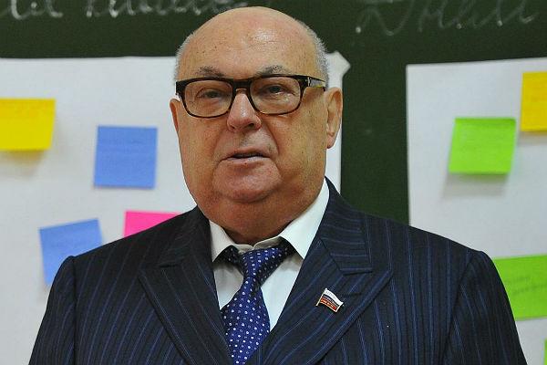 Владимир Ресин: Нынешним москвичам живется куда комфортнее и приятнее, чем в 90-х...
