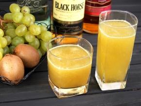 Спиртные напитки. Коктейль из киви и винограда