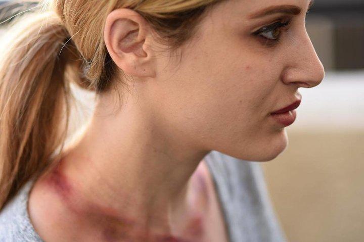 «Женщина-жираф»: американка 5 лет растягивала шею, чтобы стать похожей на жирафа
