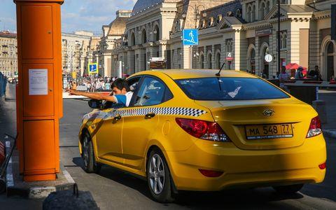 В Москве таксиста после ДТП обокрали пассажиры