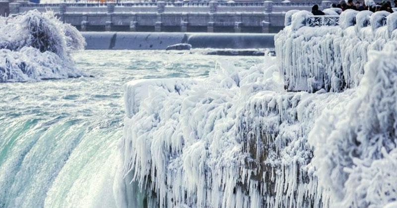 Ниагарский водопад почти замерз. Удивительное и крайне редкое зрелище!
