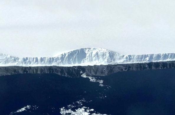 Самый большой в мире айсберг сняли с высоты птичьего полета