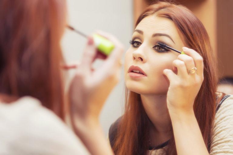 Можно ли выносить мусор, не делая макияж? О женской доле и любви к себе