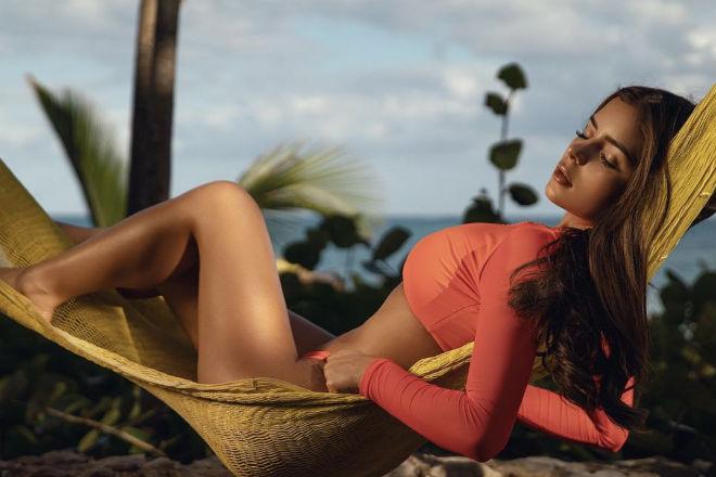 Деми Роуз надела маленький купальник и вышла покорять Карибы