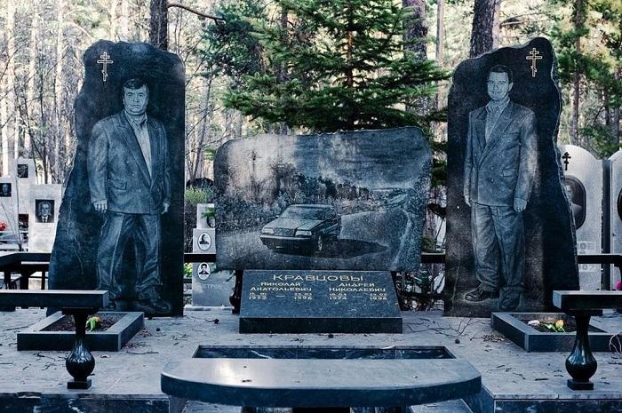 Бандитское кладбище: пафосные памятники криминальных авторитетов лихих 90-х