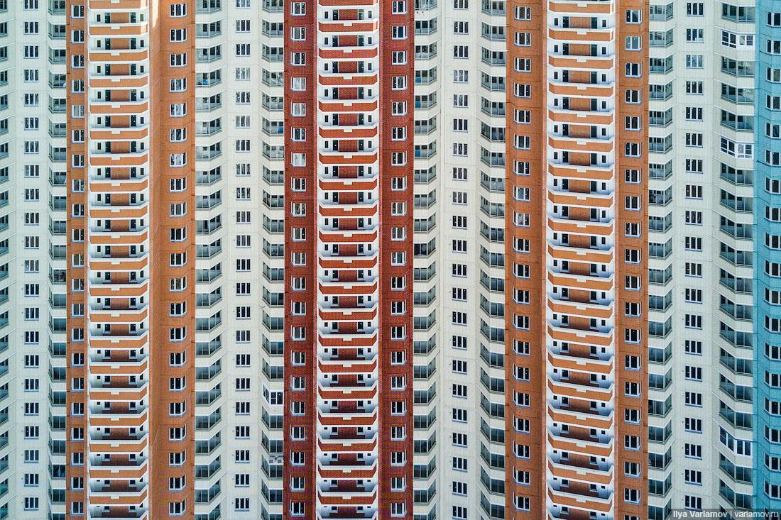 В Москве строят 100-метровый дом по программе реновации, хотя Собянин обещал, что такого не будет